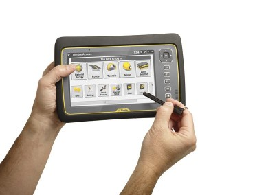 Tablet_studio_Hand%20and%20Stylus_Access_ENG