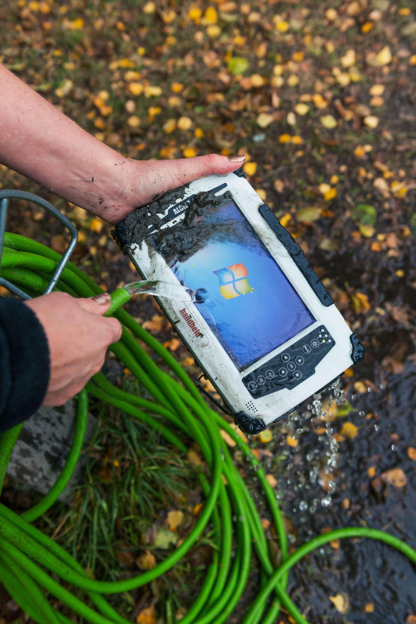 algiz-7-rugged-computers-handheld-outdoors-water-ip65