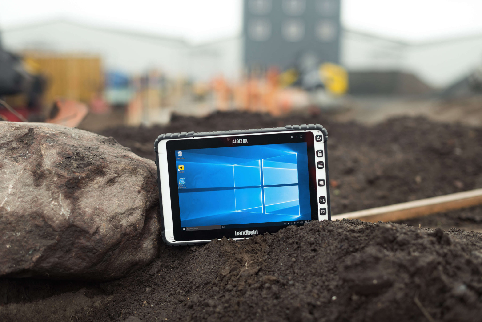 Handheld-Algiz-8X-rugged-IP65-tablet(1)
