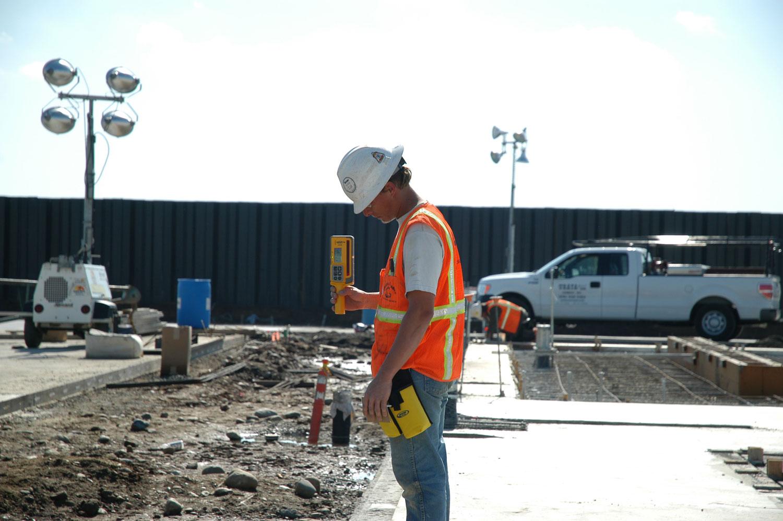 dr400_checking-concrete_2