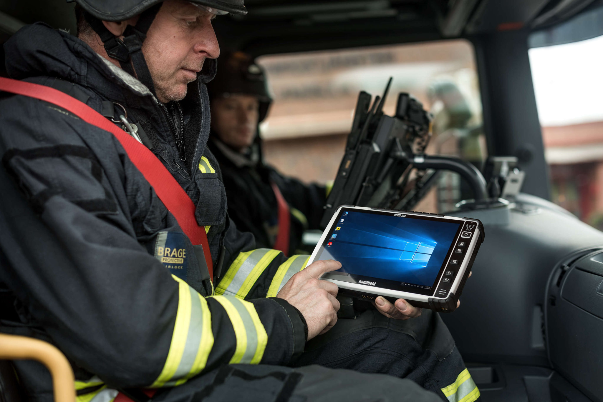 algiz-10x-rugged-tablet-navigation-windows-10-pcap
