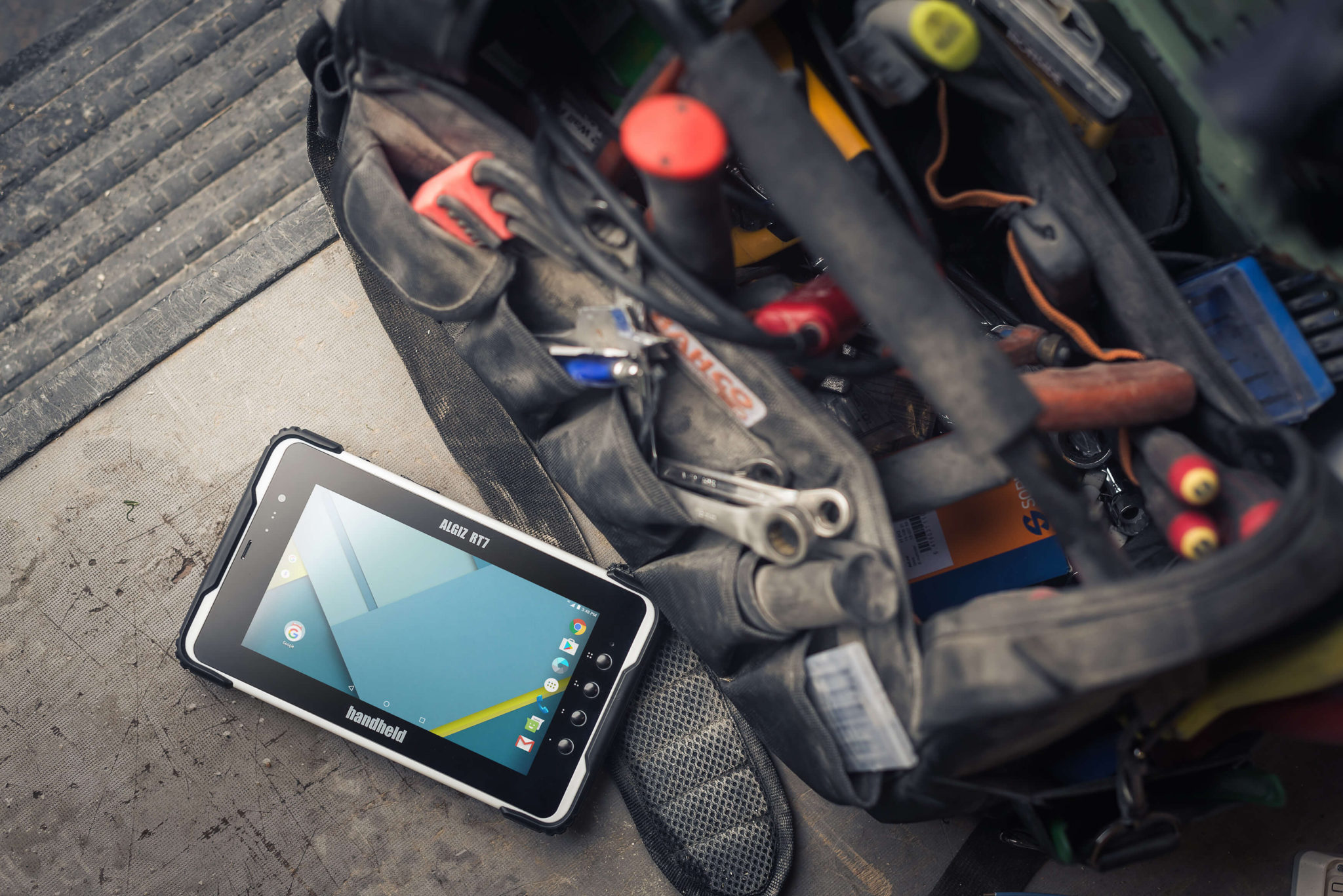 ALGIZ-RT7-rugged-Android-tablet-utilities-field service-Android-6