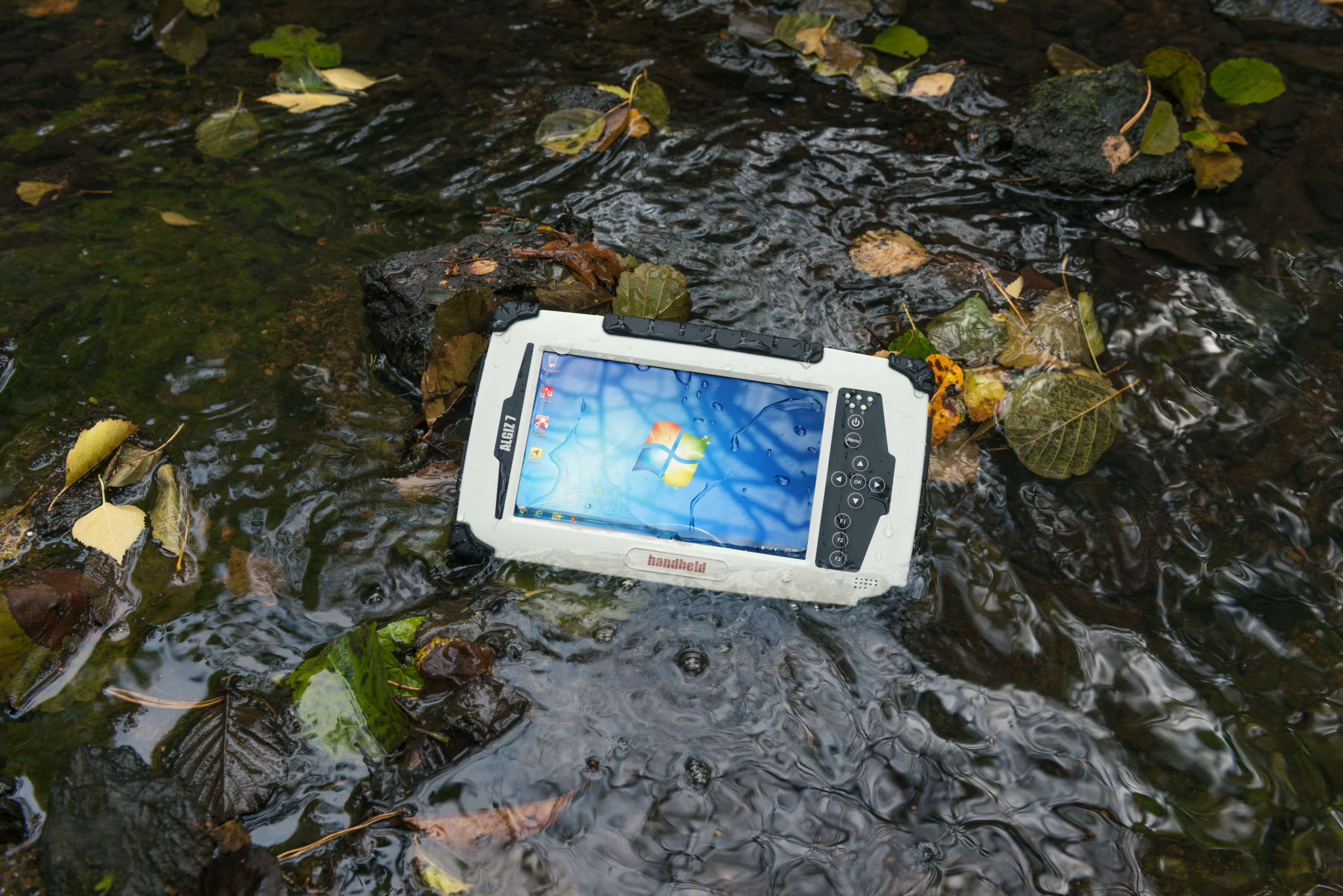 algiz-7-rugged-tablet-outdoors-in-water-ip65