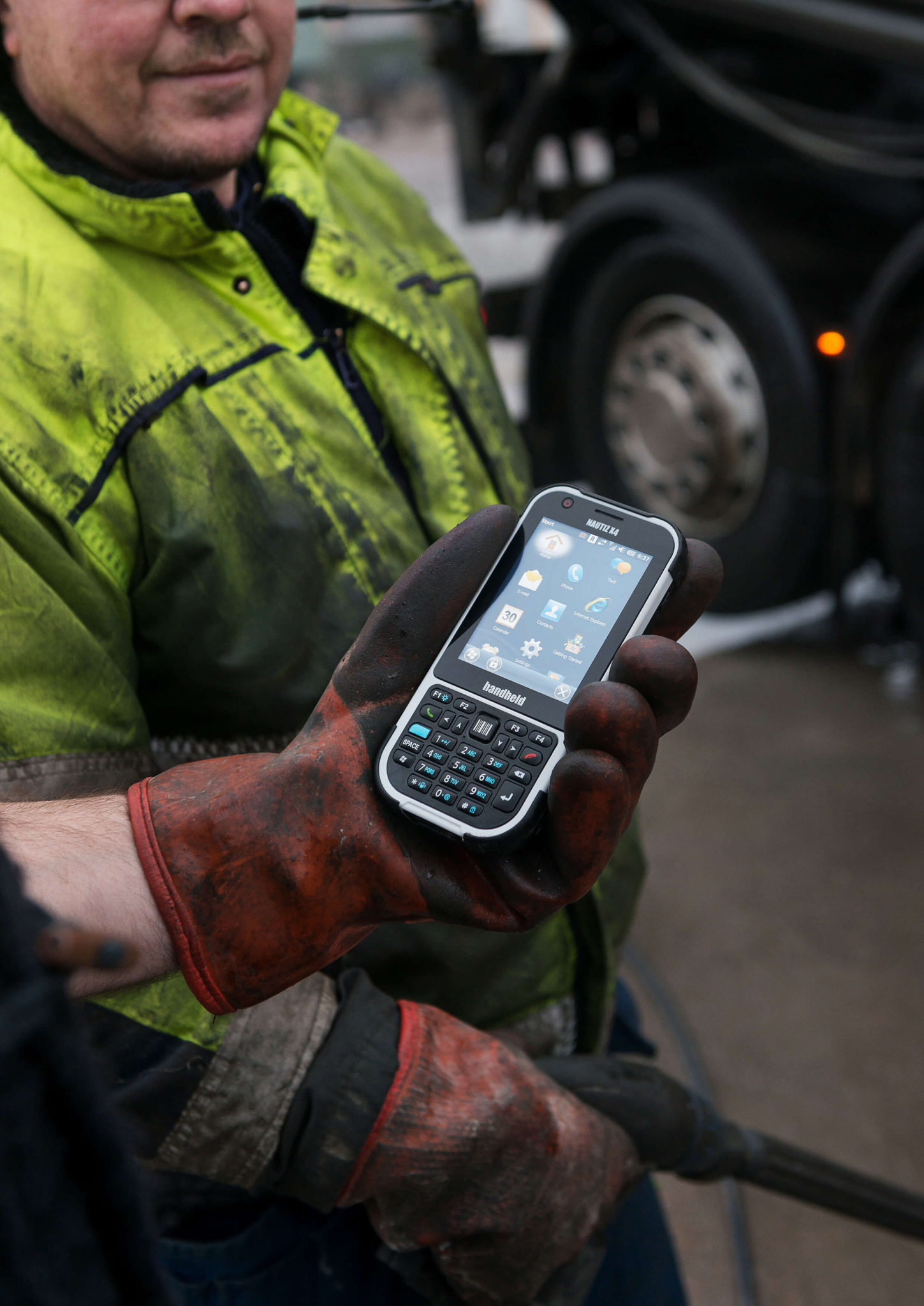 nautiz-x4-handheld-rugged-ip65-outdoor-fieldwork