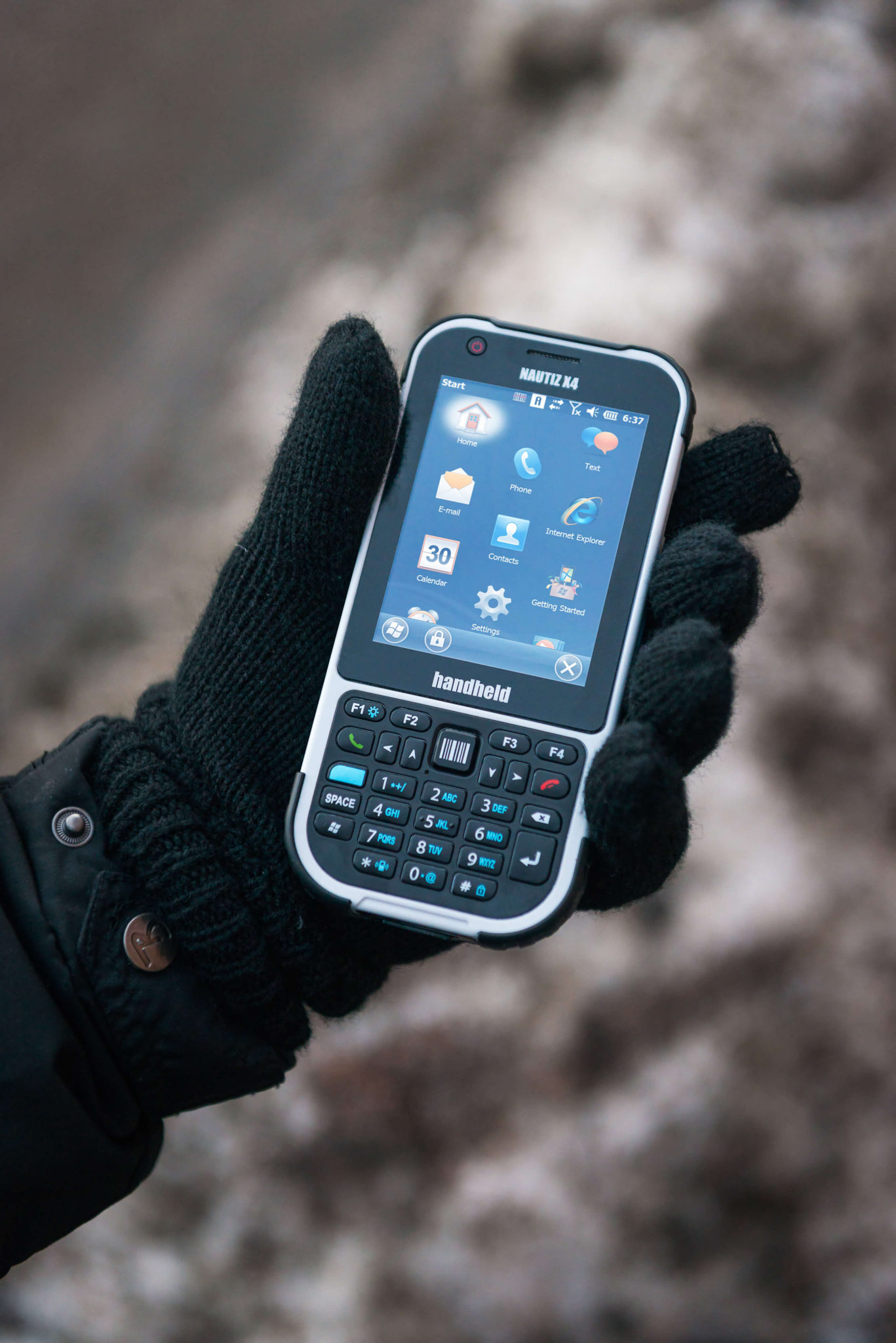 nautiz-x4-rugged-ip65-handheld-in-hand